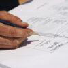 Beoordelen van bouwplannen aan de hand van het Bouwbesluit;
